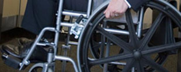 В Челнах инвалид на коляске бросался на «зебре» под колеса авто