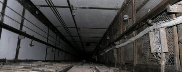 Ужасное ЧП в Челнах: рабочий упал в шахту лифта на стройке
