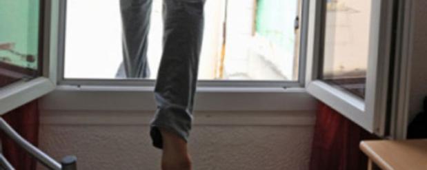 В Набережных Челнах с 9 этажа прыгнул подросток, крикнув «Я не хочу больше жить!»