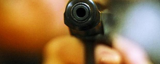 Гражданин Армении, угрожая пистолетом в Челнах, угнал иномарку