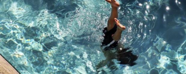 В бассейне «Дельфин» в Челнах на глазах у тренеров захлебнулся 3-летний малыш