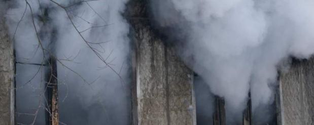 На пожаре в Челнах спасли 2-х и 3-летних детей