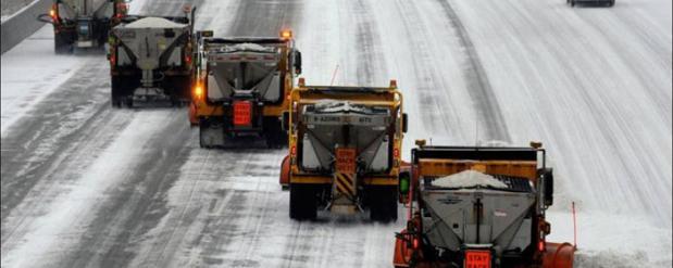 Челнинских водителей просят не оставлять машины на дороге, так как работают снеугоборщики