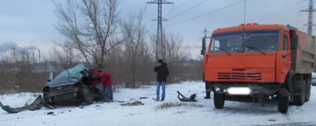 В Челнах «КАМАЗ» раздавил ВАЗ-2115