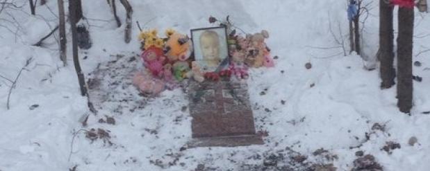 На месте, где убили 8-летнюю Василису в Челнах, установили памятник