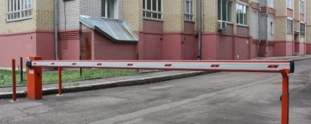 Челнинцам предложили закрывать дворы от автомобилистов шлагбаумами