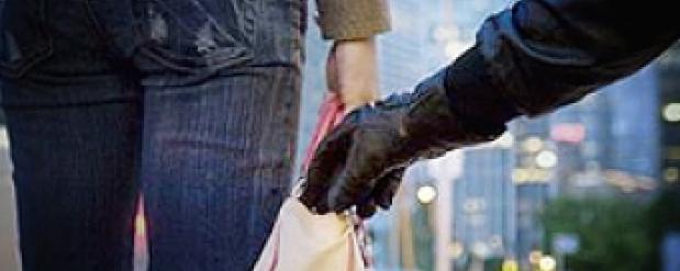 Прохожие скрутили уличного грабителя в Челнах и сдали в полицию