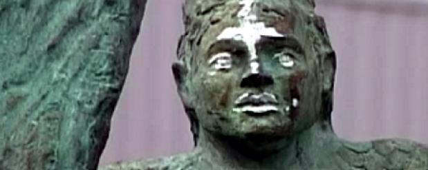 Памятник Габдулле Тукаю в Набережных Челнах изрисовали сатанинскими символами