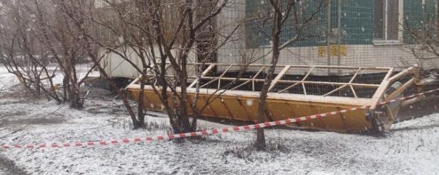 В Набережных Челнах упала строительная люлька с тремя рабочими