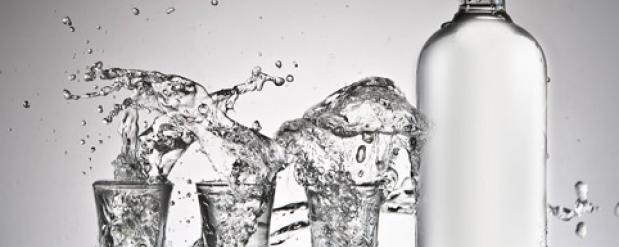 В Набережных Челнах молодой парень украл из магазина ящик водки