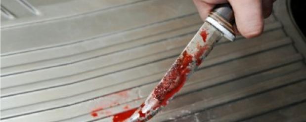 В Набережных Челнах неизвестный более тридцати раз ударил ножом продавщицу ночного магазина