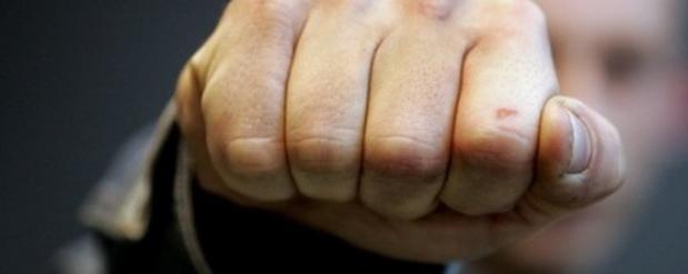 В Набережных Челнах двое рецидивистов побили и ограбили школьника