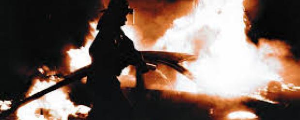 В Набережных Челнах автомобиль загорелся прямо по ходу движения