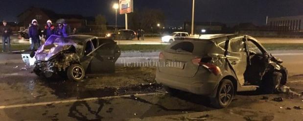 В Челнах спасатели доставали девушку из машины, которая попала в ДТП