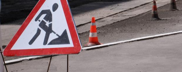 В трех районах Набережных Челнов продолжается ямочный ремонт дорог