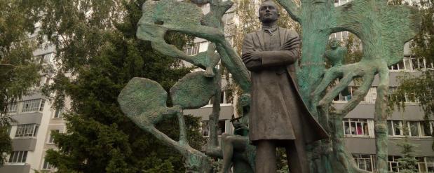 В Набережных Челнах нашли исчезнувшую из рук памятника Тукаю книжку
