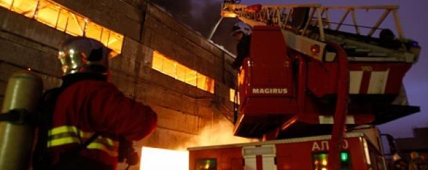 В мебельном районе Набережных Челнов сгорел производственный цех