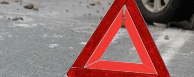 В Набережных Челнах легковой автомобиль застрял на лестнице у городской мэрии