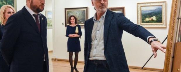 В Набережных Челнах открылась выставка художника Никаса Сафронова
