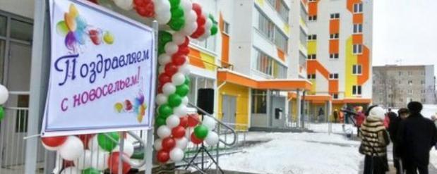 Рустам Минниханов вручил соципотечникам ключи от квартир в Набережных Челнах